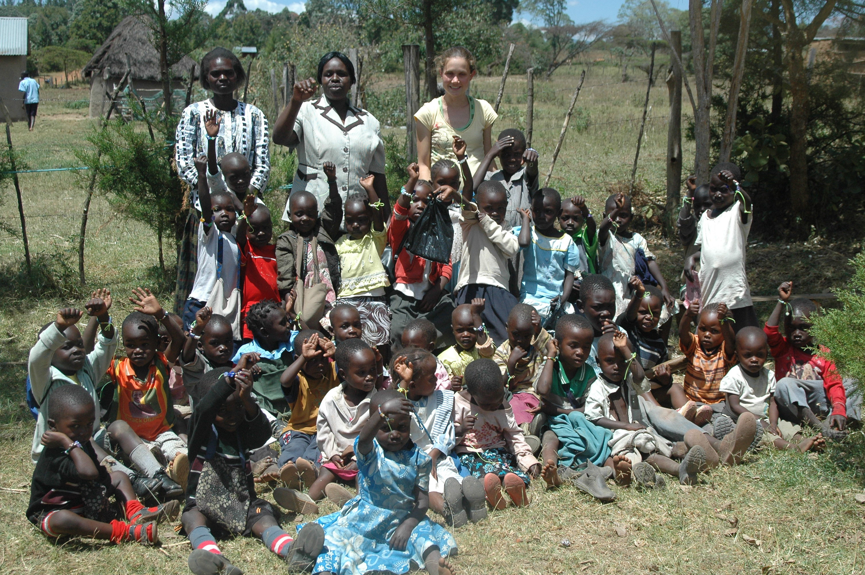 Tarah with Kenyan students